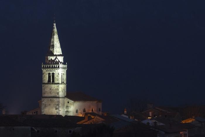 veduta notturna di gozze slovevnia