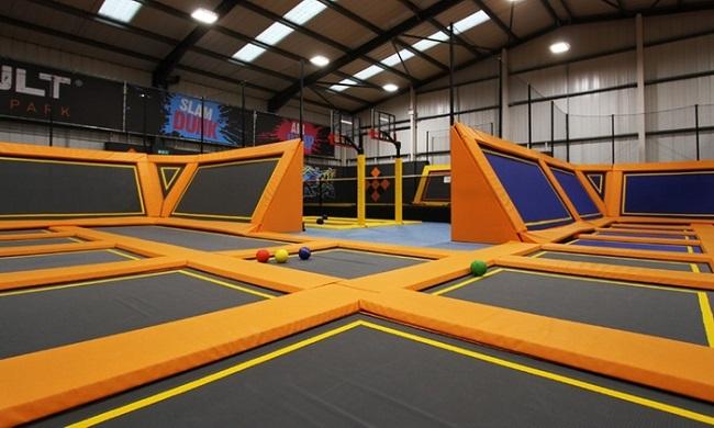 Manchester, trampolini elastici